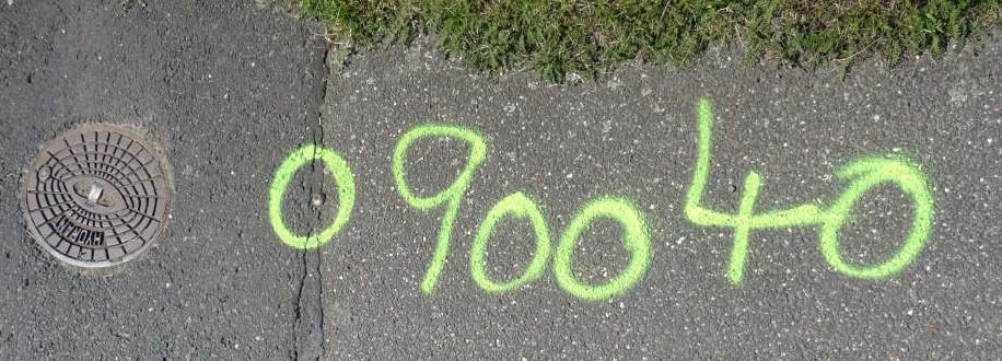 Gelb markierte Messpunkte auf der Pfarrer-Robens-Straße